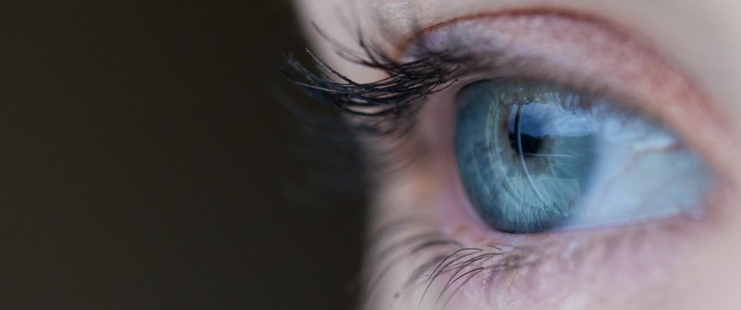 eye 1060x444 - Soothing Charcoal Eye Pad Testimonial